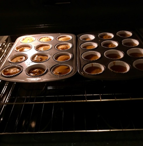 6 Muffins in the oven